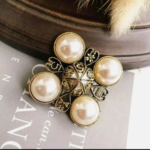 Vintage Style Faux Pearl Silver Brooch/Pendant